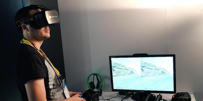 Очки OSVR на стенде Razer на E3 2015
