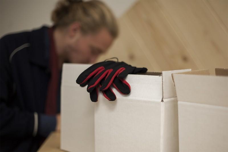 manus-wireless-gloves-shipping